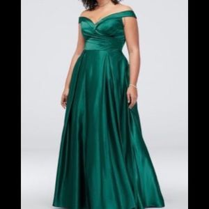 NWT pleated off-the-shoulder ball gown 22
